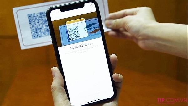 Quét mã QR kích hoạt eSIM Viettel trên điện thoại