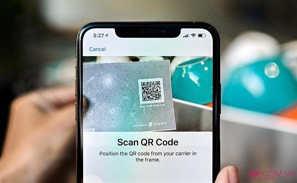 Quét mã QR kích hoạt eSIM Vinaphone trên điện thoại